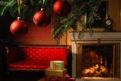 Esferas e presentes do Natal Fotografia de Stock