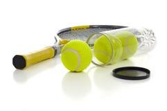 Esferas e raquete de tênis Imagem de Stock