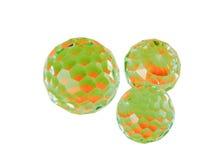 esferas Rojo-verdes del cristal del corte. Imágenes de archivo libres de regalías