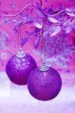 Esferas roxas do Natal foto de stock