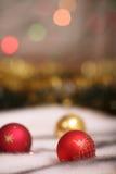 Esferas vermelhas da decoração do Natal fotografia de stock
