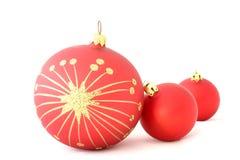 Esferas vermelhas do Natal - isoladas fotografia de stock royalty free