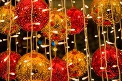 Esferas vermelhas e amarelas dos cristmass Imagens de Stock