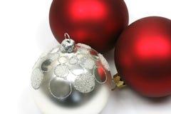 Esferas vermelhas e de prata do Natal Fotografia de Stock