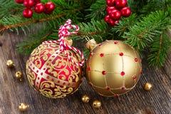 Esferas vermelhas e douradas do Natal Imagens de Stock