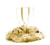 Esferas y champán del Año Nuevo imagenes de archivo