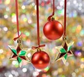 Esferas y estrellas de la Navidad Imagenes de archivo