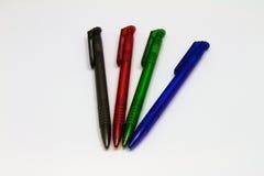 Esferográficas em diversas cores Fotos de Stock