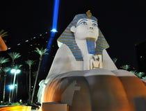 Esfinge de Vegas en la noche imagen de archivo