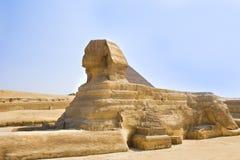 Esfinge del guarda que guarda las tumbas de los pharaohs en Giza Ciudad y río el Nilo de El Cairo Fotografía de archivo libre de regalías