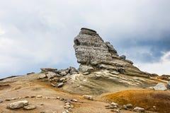 A esfinge - estruturas rochosas Geomorphologic em montanhas de Bucegi Fotos de Stock Royalty Free