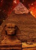 Esfinge, pirâmide de Khafre e nuvem de Magellanic pequena (elementos o Fotografia de Stock