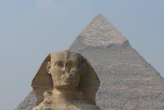 Esfinge y pirámide de Chephren Imagen de archivo libre de regalías