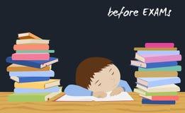 Esforço do estudante do exame Estudante que dorme em livros Fotos de Stock