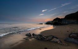 Esile si rannuvola la spiaggia di Hemmick, Cornovaglia fotografie stock