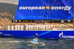 Esimit-Europa 2 der Sieger der Regatta 46° Barcolana, Triest Lizenzfreie Stockbilder