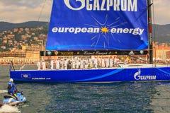 Esimit Europa 2 vinnaren av regattan för 46° Barcolana, Triest Royaltyfri Foto