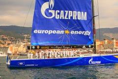 Esimit Europa 2 vinnaren av regattan för 46° Barcolana, Triest Royaltyfria Foton