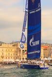 Esimit Europa 2 vinnaren av regattan för 46° Barcolana, Triest Arkivfoton