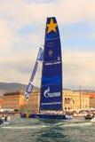 Esimit Europa 2 vinnaren av regattan för 46° Barcolana, Triest Arkivbilder