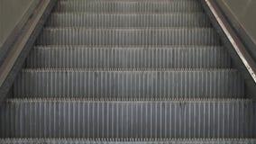 Eskalator drabina w metrze, lotnisko, dworzec, centrum handlowe zbiory wideo