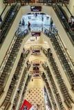 Eskalator który przeglądał z wierzchu wydziałowego sklepu w Kuala Lumpur, Malezja Obrazy Royalty Free