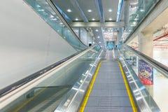 Eskalator przy Suvanaphumi lotniskiem w Bangkok Zdjęcie Stock