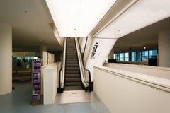 Eskalator w bibliotece publicznej Amsterdam Zdjęcia Royalty Free