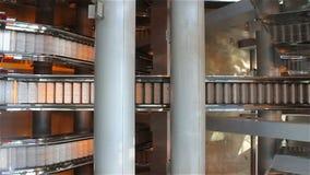 Eskalator w nowożytnym centrum handlowym zbiory wideo