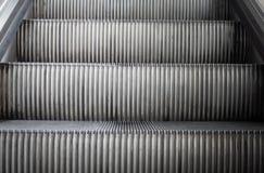 Eskalatoru krok na Stary eskalatoru podróżować oddolny obraz stock