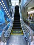 eskalatoru wydziałowy sklep zdjęcia royalty free
