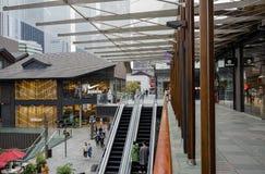 Eskalatory i kolumnada przy Taikooli, Chengdu obrazy stock