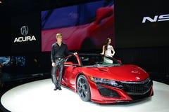 Żeński i Męski moda model na ACURA RDX debiutu sportów samochodzie Fotografia Royalty Free