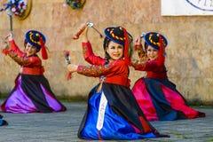 Żeński wykonawca tradycyjny Koreański taniec Obraz Stock