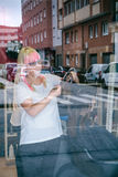 Żeńskiego fryzjera kobiety tnący włosy w piękno salonie Fotografia Royalty Free