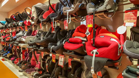Eskisehir, die Türkei - 8. April 2017: Nahaufnahme des Babyautositzabschnitts in einem Supermarkt in Eskisehir lizenzfreies stockfoto
