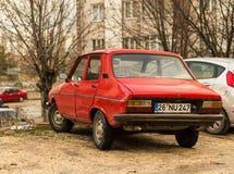 Eskisehir Turkiet - mars 13, 2017: Gammal familjebil 1974 röda Renault 12 TS som parkeras i gatan i Eskisehir Royaltyfri Fotografi