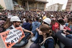 ESKISEHIR, TURQUÍA - 14 DE MAYO DE 2014: Protestas sobre Soma Coal Mine D fotografía de archivo