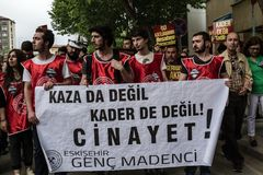ESKISEHIR, TURQUÍA - 14 DE MAYO DE 2014: Protestas sobre Soma Coal Mine D imagen de archivo