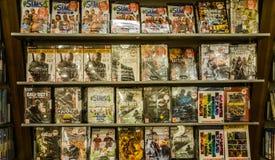 Eskisehir, Turquia - 11 de agosto de 2017: Jogos de vídeo na exposição em uma loja do jogo em Eskisehir Foto de Stock Royalty Free