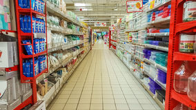 Eskisehir, Turquie - 17 avril 2017 : Intérieur de supermarché de Carrefour provenu des Frances Photo stock