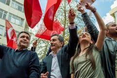 Eskisehir, Turquie - 15 avril 2017 : Maire de municipalité de Tepebasi démontrant avec des personnes avant le référendum Image stock