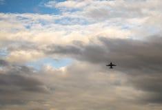 Eskortuj? samoloty b??kitna wysoko?? zdjęcie royalty free