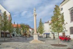 Eslováquia, Bratislava - 5 de novembro de 2017 cidade velha histórica, construções do império austro-hungarian Quadrado principal imagem de stock
