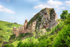 Eslováquia, ruínas históricas do castelo Lednica imagem de stock royalty free