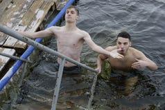 Esmagamento que banha-se em Saratov imagem de stock