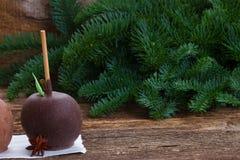 Esmaltado en la manzana del chocolate para la Navidad Imagen de archivo libre de regalías