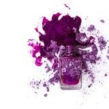 Esmalte de uñas púrpura imagen de archivo
