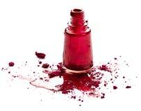 Esmalte de uñas y sombra de ojos rojos Imagen de archivo libre de regalías