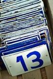 Esmalte los números de matrícula con trece en frente Foto de archivo libre de regalías